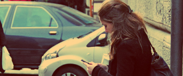 girl sending text message